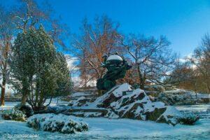 Weltpostdenkmal in Snow - Berne in Winter