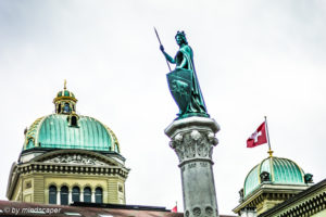 Berna Fountain Sculpture & Bundeshaus - Berne Cityscape