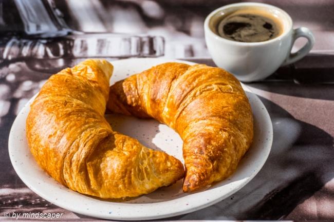 prima colazione - Caffè e croissant