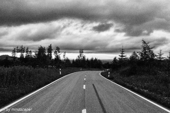140714_gantrisch-road-clouds-bw_L1240444_niksilver015_K2_DramaticHDRGeneral_cut3x2.jpg