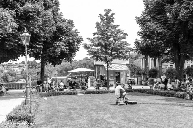 Afternoon People at Einstein Jardin