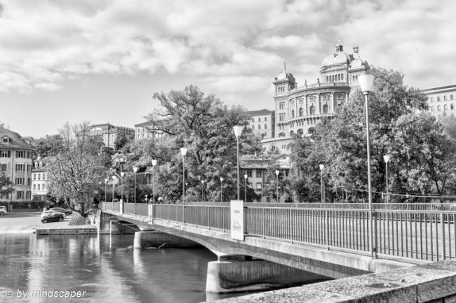 Dalmazi Bridge with Bundeshaus